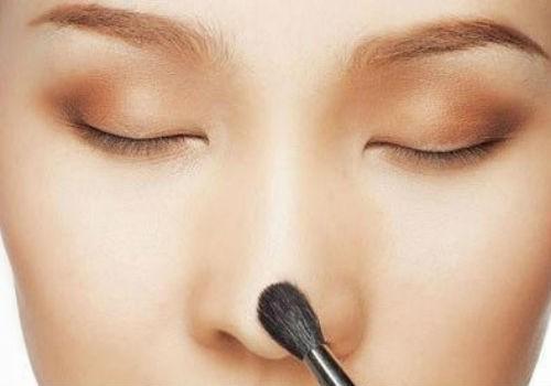 Khéo léo trong trang điểm giúp bạn che lấp được khuyết điểm ở mũi của mình