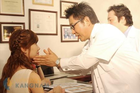 Tay nghề bác sĩ phải cao để đảm bảo an toàn tuyệt đối cho khách hàng