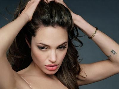 Angelina-Jolie-dep-hon-rat-nhieu-nho-phau-thuat-tham-my